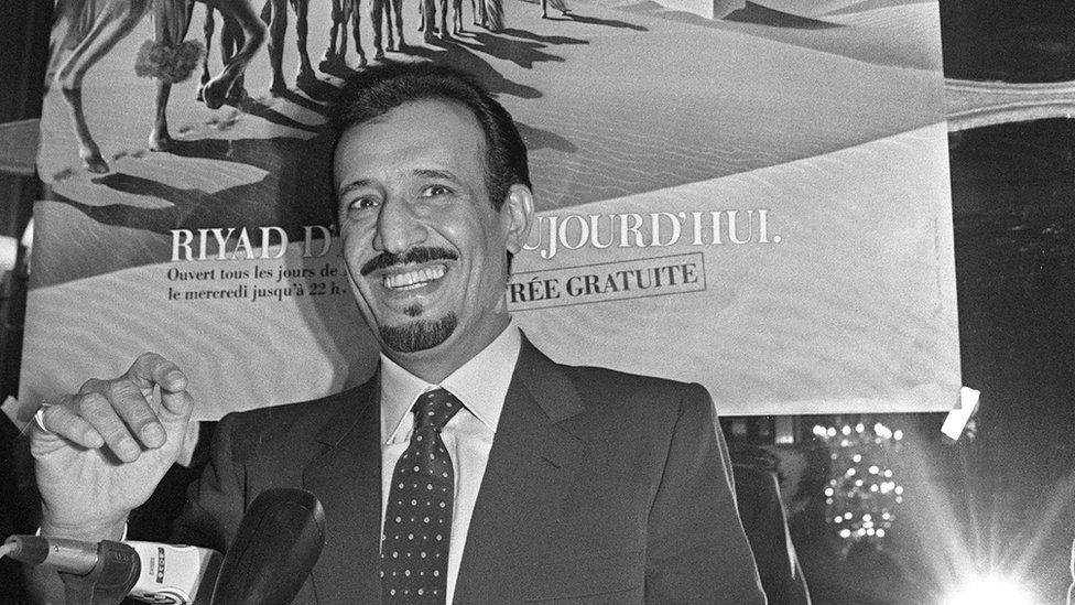 Saudi Arabia's Prince Salman bin Abdul Aziz, Governor of Riyadh Region, addresses media 05 December 1986 in Paris while he presents an exhibition on the city of Riyadh at Paris Grand Palais