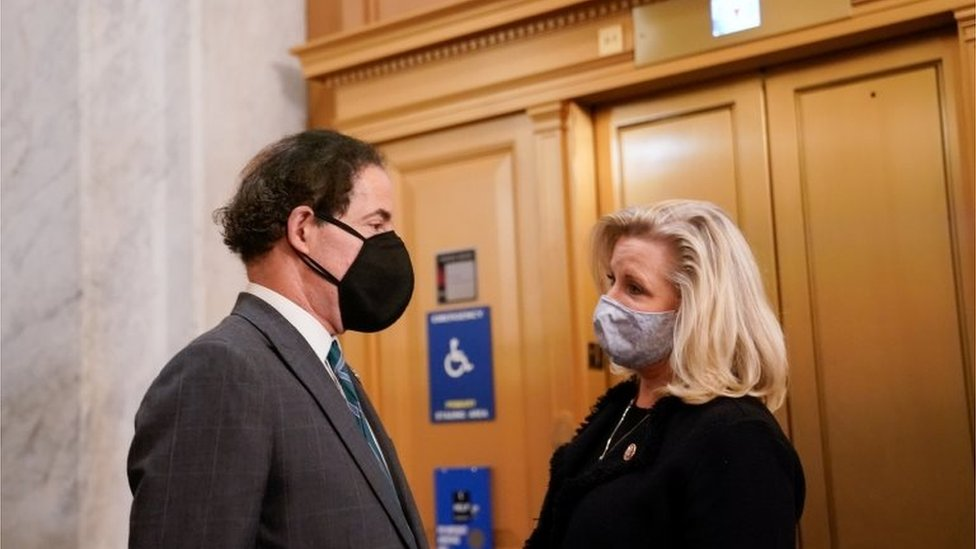 Leading Republican Liz Cheney (r) with Democrat Jamie Raskin in Congress on Wednesday during the debate on impeaching President Trump, 13 January 2021