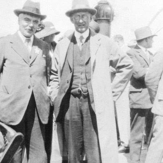 Frank Watson Dyson y Arthur Stanley Eddington.
