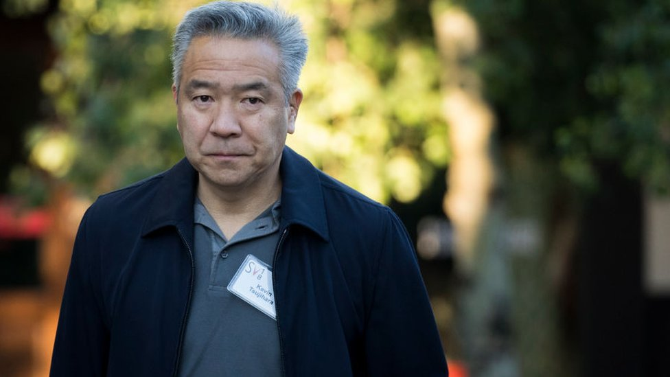 Warner Bros boss quits amid affair allegations