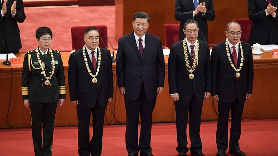 Chen Wei (L) received a commendation from President Xi Jinping for her medical work