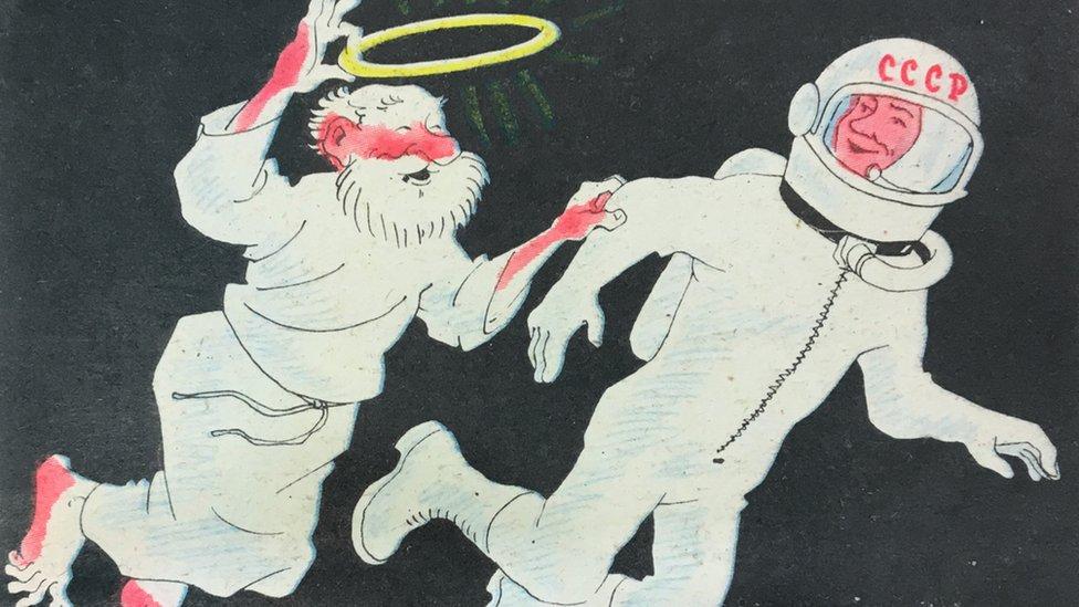 """""""Davaй menяtьsя: я tebe nimb, a tы mne šlem!"""" - glasit podpisь k odnomu iz privedennыh v knige ateističeskih plakatov"""