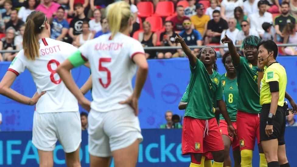 بدأت كرة القدم النسائية تلفت انتباه الكثير من المخرجين لتقديم أفلام عنها