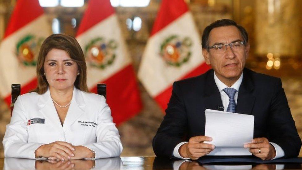 Martín Vizcarra y Elizabeth Hinostroza