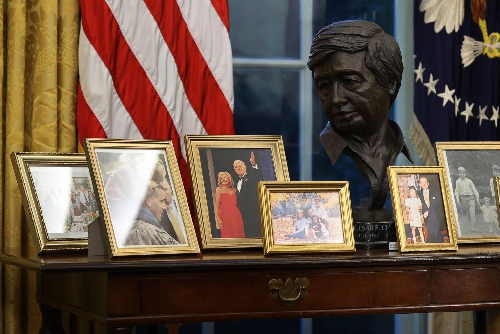El busto de César Chávez en la Oficina Oval