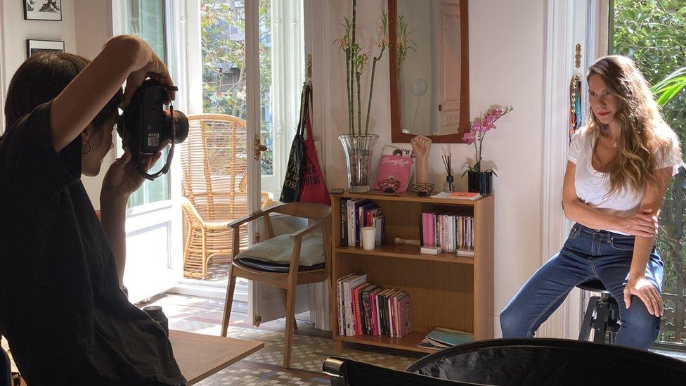 Erika Lust posa durante una sesión de fotos en la sede de su productora cinematográfica.
