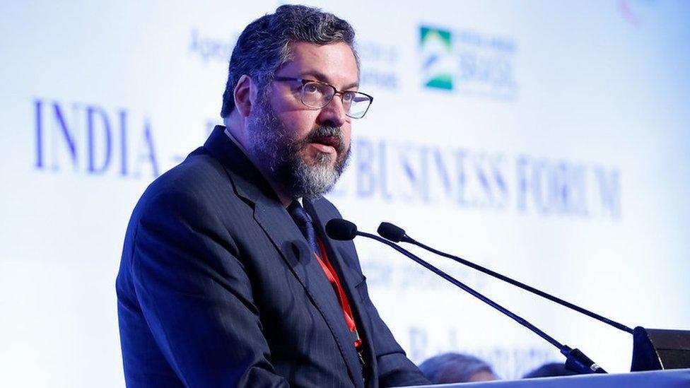 Ernesto Araújo discursa para plateia de empresários brasileiros e indianos em Nova Déli