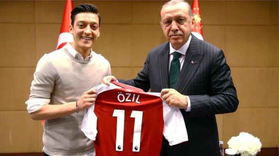 أوزيل مع أردوغان