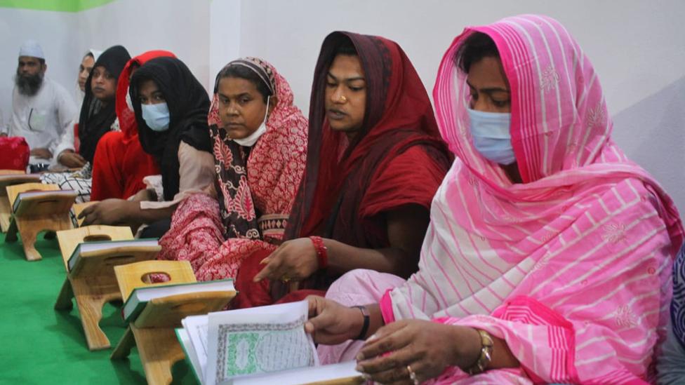 Students at the Dawatul Koran Third Sex Madrassa