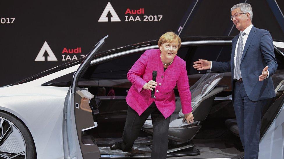 Еще год назад Штадлер показывал Меркель концепт автономного электромобиля Audi Aicon на франкфуртском автосалоне