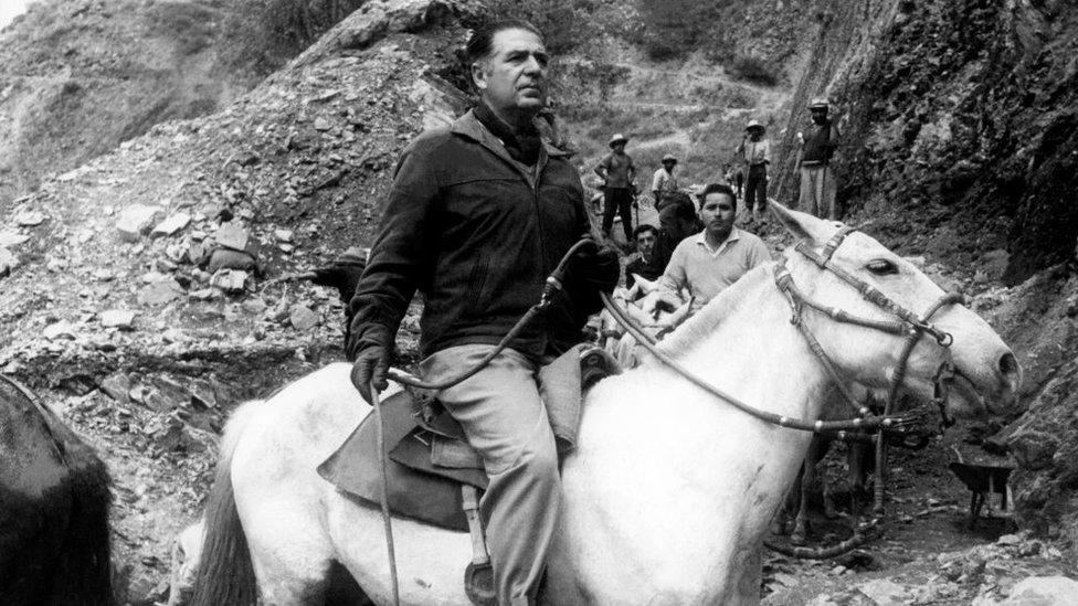 El gobierno del presidente Fernando Belaúnde respondió con dureza ante la aparición de grupos insurgentes en Perú.