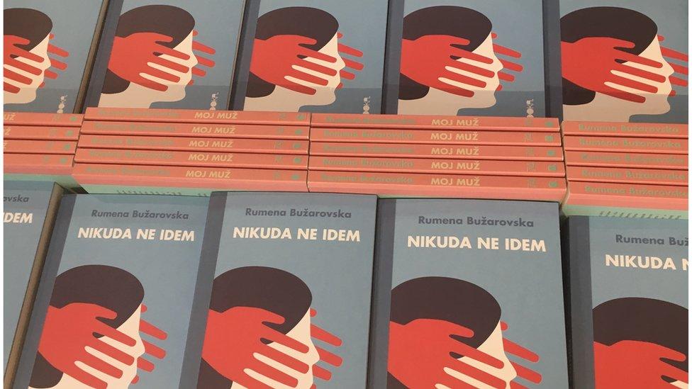 """Knjiga Rumene Bužarovske """"Nikuda ne idem"""""""