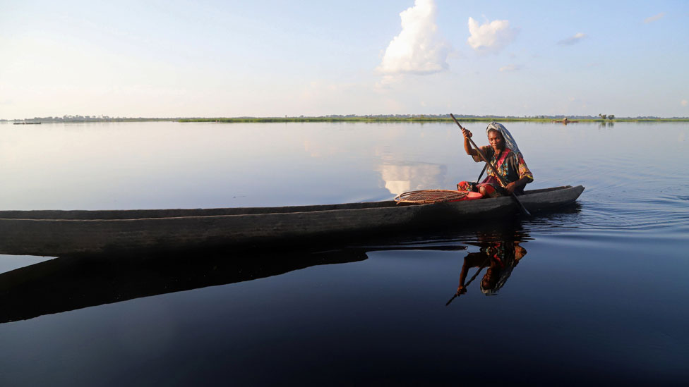 A Congolese woman rows her boat along the Congo River during the vaccination campaign aimed at beating an outbreak of Ebola in the port city of Mbandaka, Democratic Republic of Congo May 22, 2018.