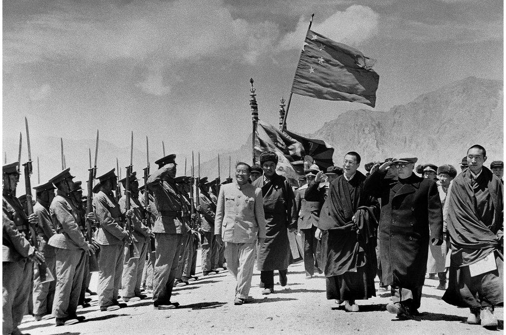 1956年中國國務院副總理的陳毅元帥去拉薩祝賀西藏自治區籌備委員會成立。三年後西藏發生了騷亂,遭到解放軍鎮壓(資料照片)。