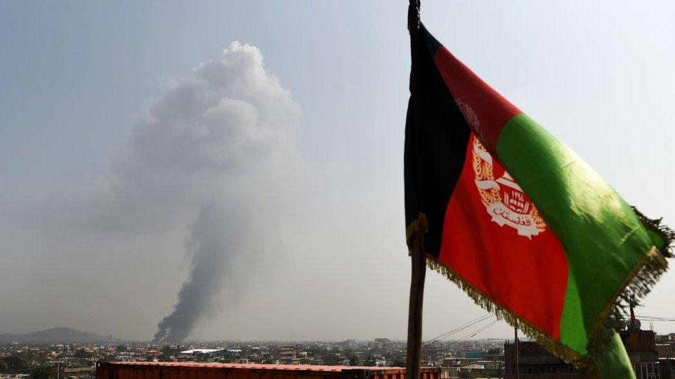 El humo proveniente de un sitio afectado por un ataque talibán en Kabul el 3 de septiembre de 2019