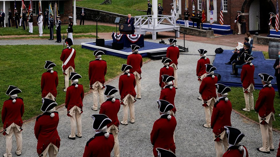 الرئيس الأمريكي دونالد ترامب يحضر حفل يوم الذكرى في فورت ماكهنري في بالتيمور، ماريلاند، 25 مايو/أيار 2020