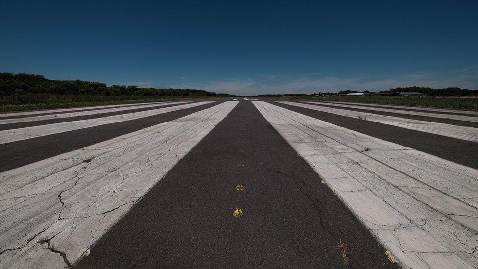 Pista de aterrizaje del Batallón de Aviación 601 de Campo de Mayo.