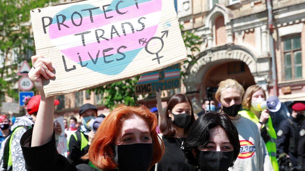 Manifestación por los derechos de las personas transgénero en Ucrania, mayo de 2021