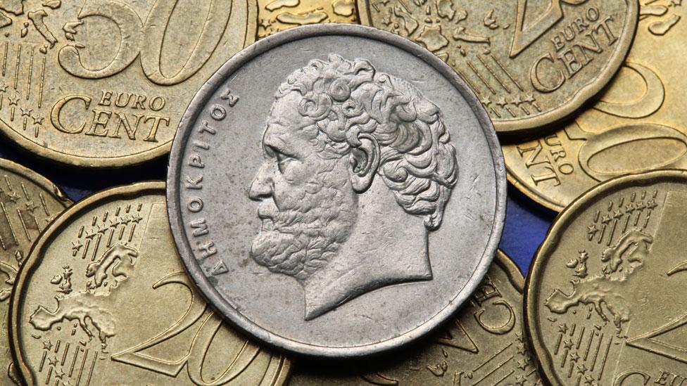 Imagen de Demócrito en las viejas monedas griegas.