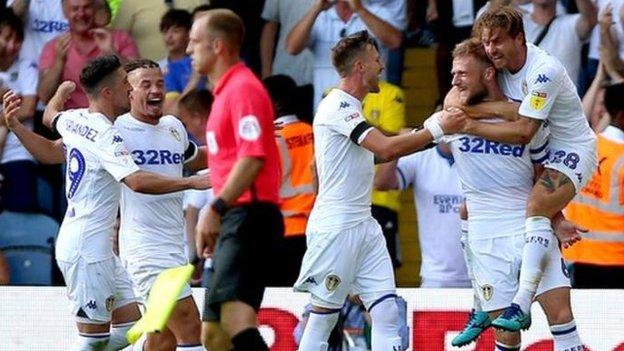 Leeds busca regresar a la Premier League tras 14 años de ausencia.