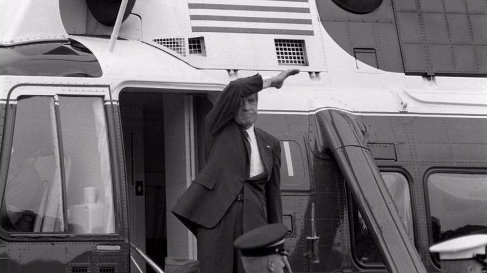 Nixon waves from helicopter after resigning
