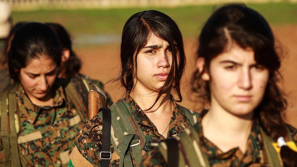 القوات الكردية تقول إنها ملتزمة بالاتفاق التركي-الأمريكي