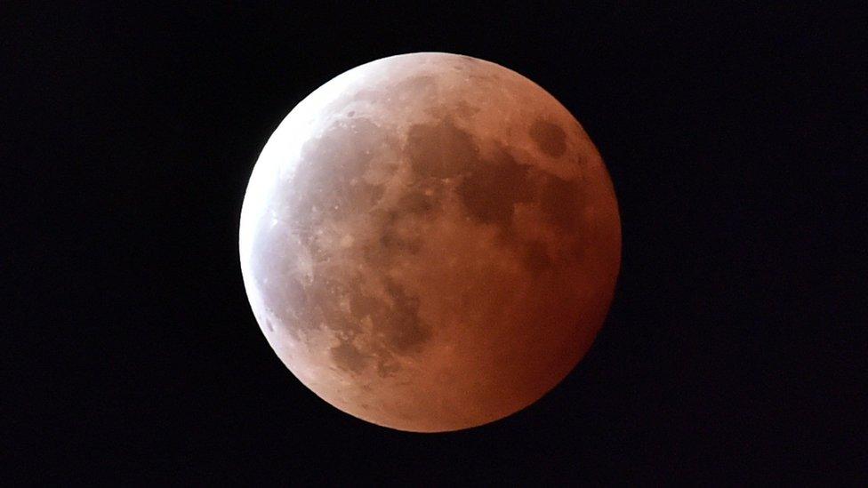 Total lunar eclipse in October 2015