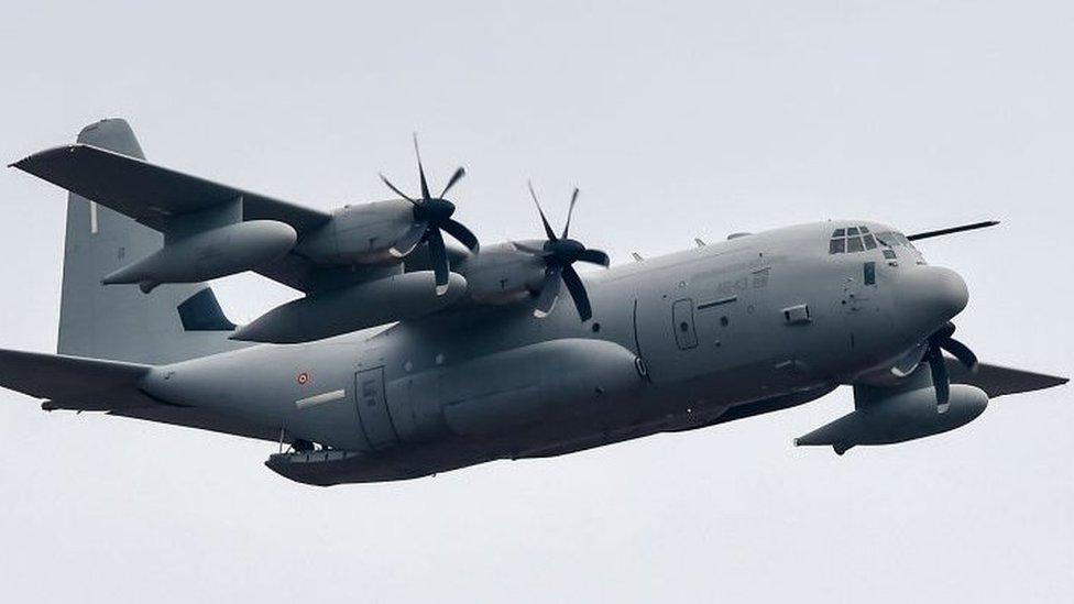 avión Hércules, ejercicio militar en Turín, Italia, 2019
