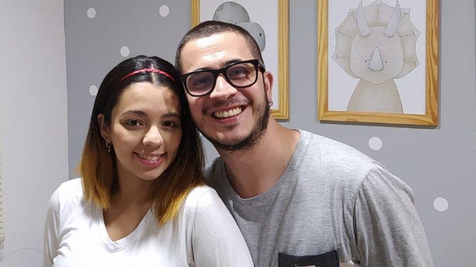 Daniel Guzmán y su esposa
