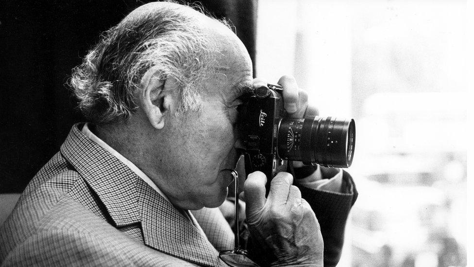 Alfred Eisenstadt con su cámara.