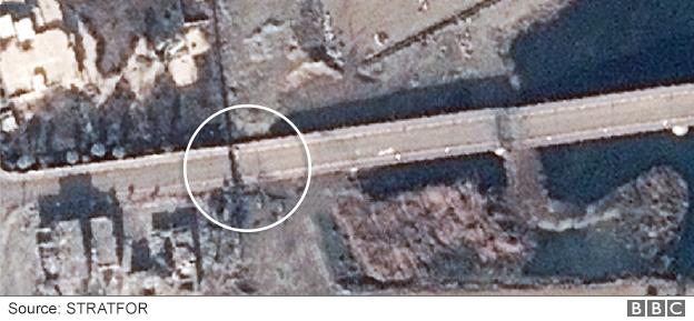 The western end of the Al Jamhuriya Bridge in Mosul