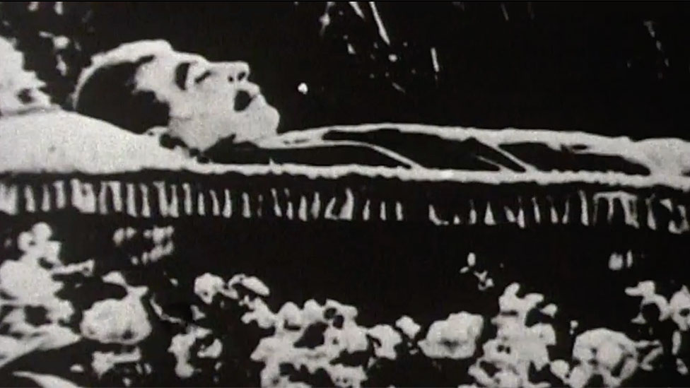 Stalin en su ataúd