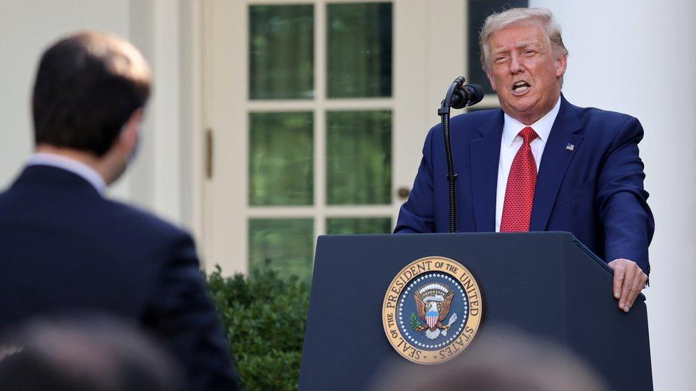 """特朗普形容針對香港的制裁""""移除了一個競爭對手"""",對美國有利。"""
