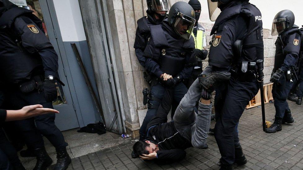 Policía durante el referendo