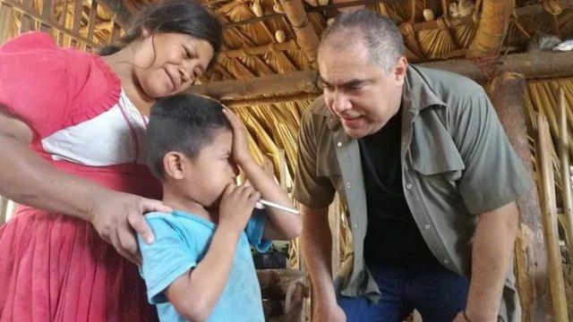 Sebastiana Amador, madre de Mavelita, recibió la visita del ministro Ennio Galicia