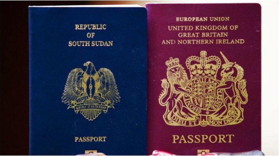 يكشف تصميم جواز سفر كل بلد عن الهوية الوطنية المميزة