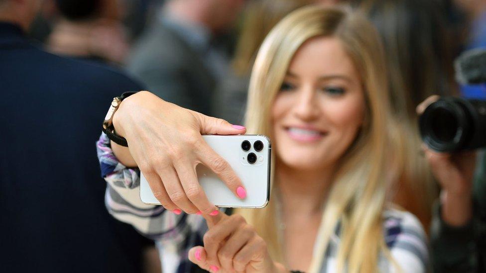 नए आईफोन में तीन कैमरे हैं