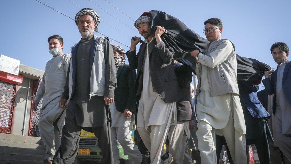 Funeral de víctimas del ataque del sábado en Afganistán