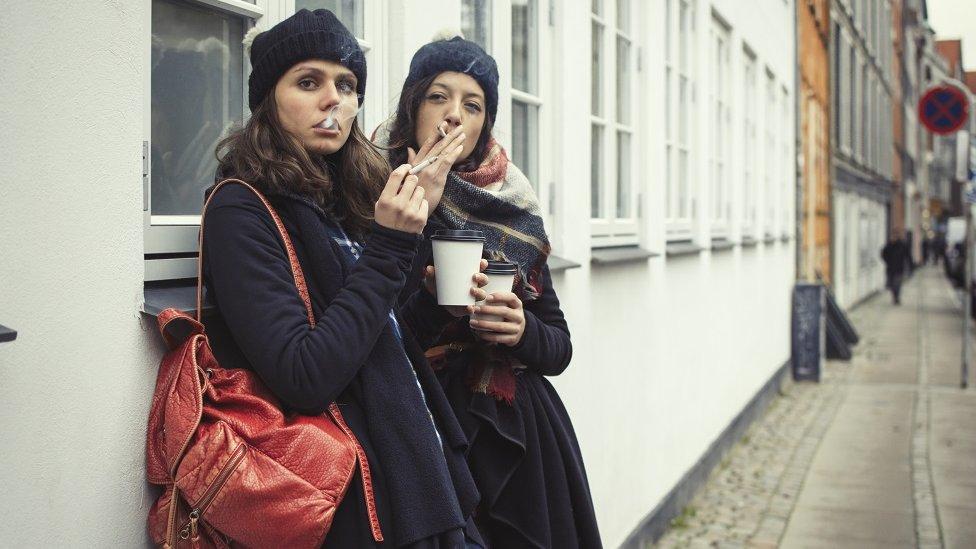 El número de mujeres fumadoras en Dinamarca es más alto que el promedio nacional.