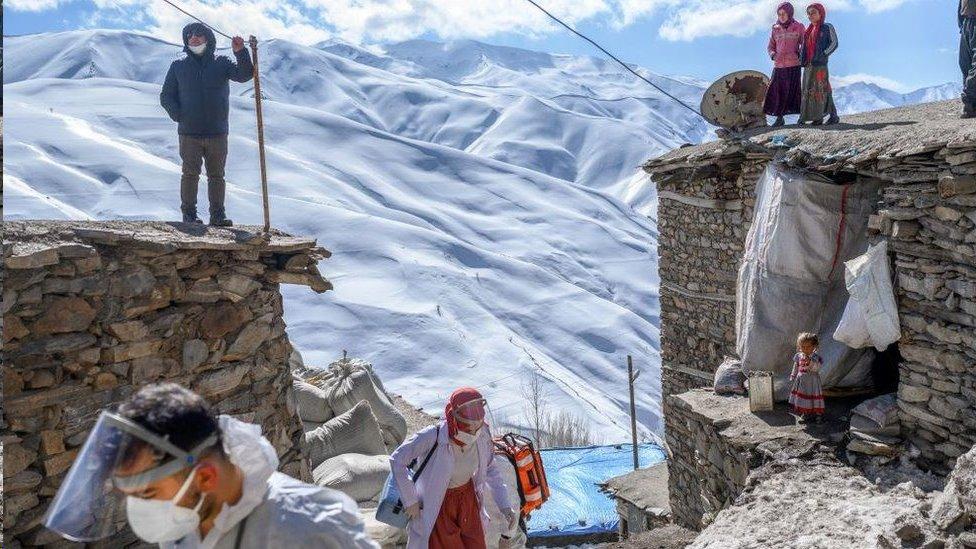 سافر العاملون في المجال الطبي إلى قرية غوناي ياماج النائية في شرق تركيا لتلقيح المسنين