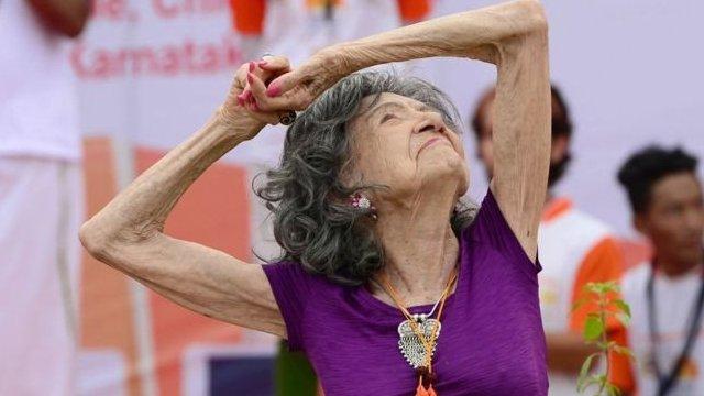 98歲的瑜伽教練
