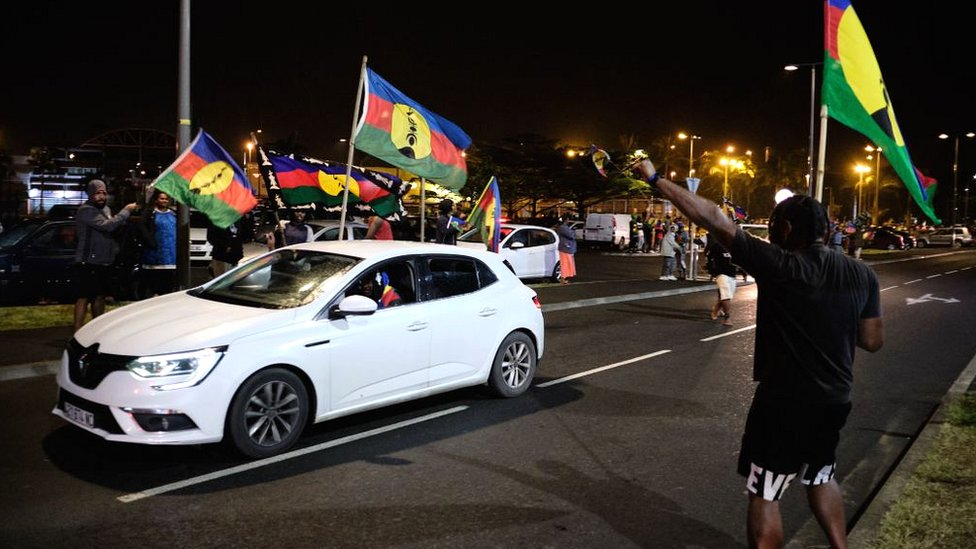 Kanak independence supporters wave flags of the Socialist Kanak National Liberation Front (FLNKS) after the referendum on independence in Nouméa on 4 October 2020
