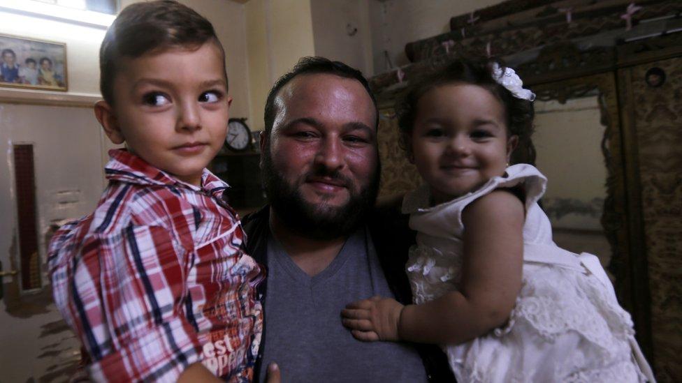 رواد كردي، 30 عاما، كان لاجئا في لبنان وعاد إلى ببيلا في ريف دمشق