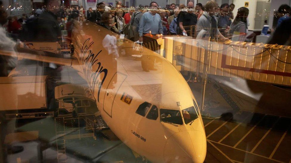 من المتوقع أن يتضاعف عدد المسافرين بالطائرات بحلول 2037