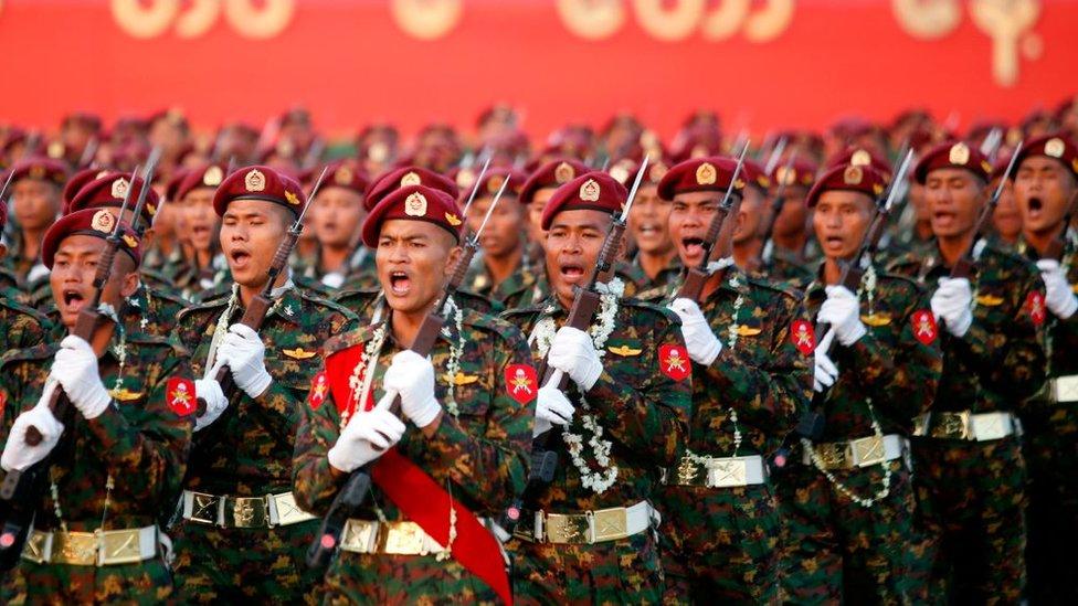 Militares en Myanmar.