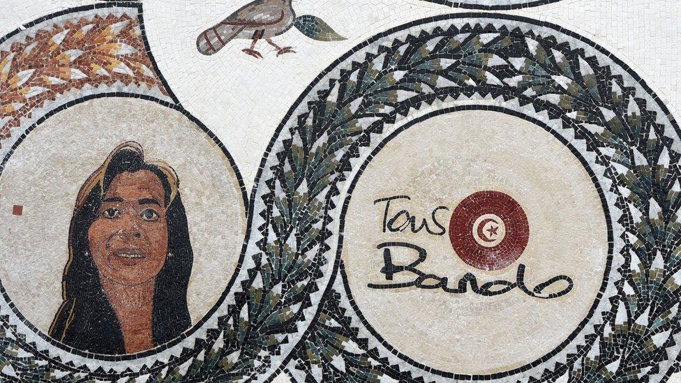 صورة في متحف باردو لإحدى ضحايا الاعتداء الذي طال المتحف
