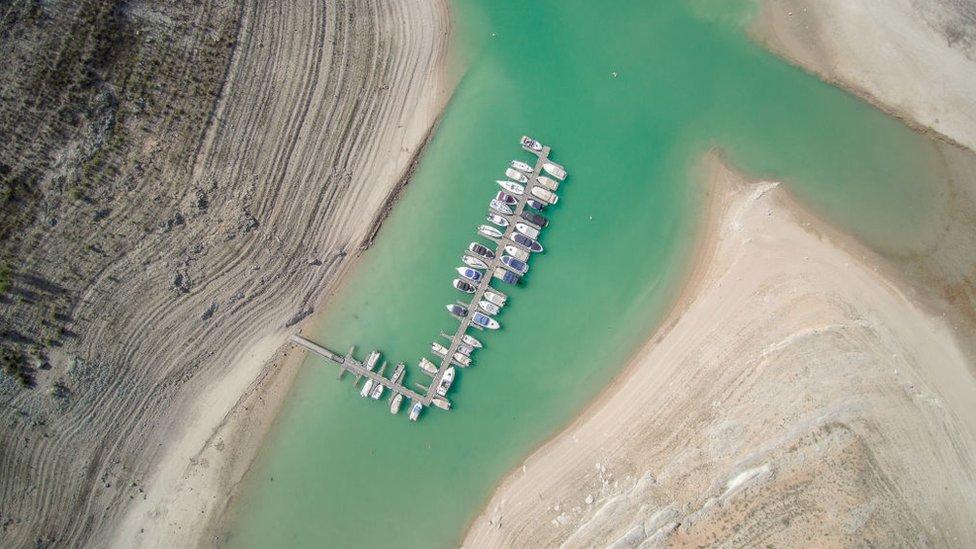 مجموعة زوارق في منطقة تقع جنوب شرق إسبانيا أثناء الجفاف في يوليو/تموز عام 2017