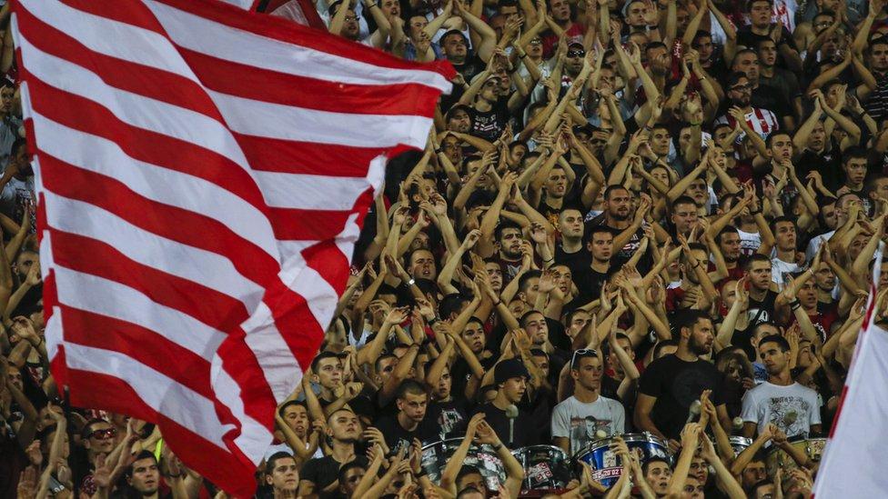 Navijači na utakmici Crvena Zvezda - Napoli