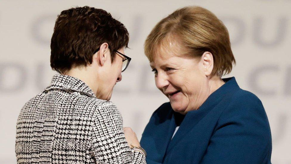 Kramp-Karrenbauer y Merkel