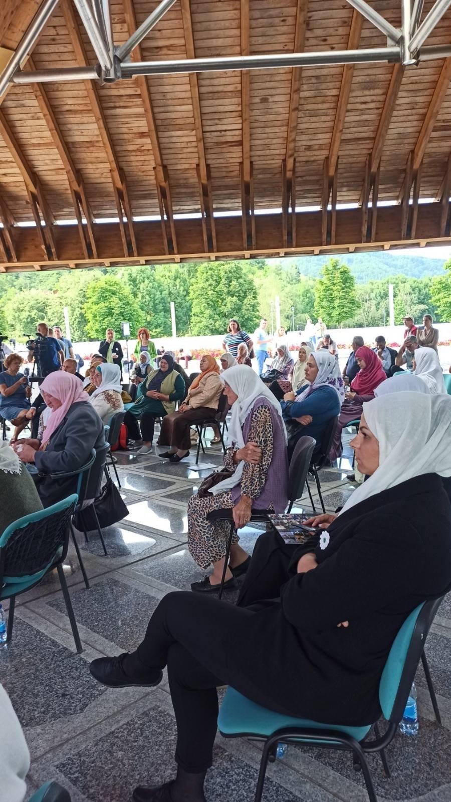 Majke Srebrenice pratile su presudu u Potočarima